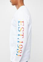 GUESS - Basic tri crew long sleeve tee - white