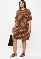 edit Plus - Cold shoulder shift dress - multi