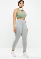 Cotton On - Curve strappy sports crop - basil green texture