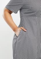 AMANDA LAIRD CHERRY - Plus kuhlanga dress - black & white