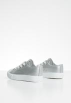 Cotton On - Classic trainer lace up - silver