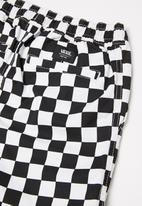 "Vans - Range short 17"" boys  -  checkerboard"