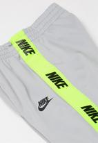 Nike - Nkb nsw nike tricot set - light smoke grey