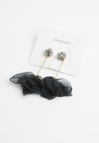 Superbalist - Floral drop earrings - black