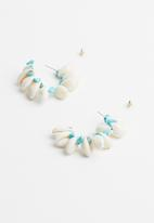 Superbalist - Cowrie shell hoops - cream & turquoise