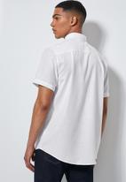 Superbalist - Theo regular fit summer shirt - white