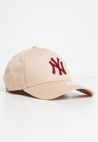 New Era - League essential 9forty New York yankees - peach & red