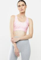 Cotton On - Strappy sports crop - ditsy camo pink