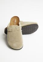 Cotton On - Rex closed toe mule - neutral