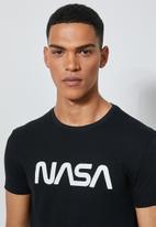 Superbalist - Nasa Worm logo crew neck tee - black