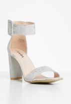 Jada - Big buckle heel - grey