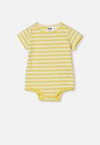 Cotton On - The short sleeve bubbysuit - hannah stripe sunshine/vanilla