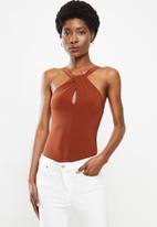VELVET - Twist keyhole knit bodysuit - rust
