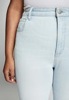 Cotton On - Curve taylor mom jean - bondi blue fray