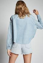 Cotton On - Drop shoulder batwing shacket - light rinse