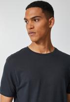 Superbalist - Nate crew neck tee - dark flint grey