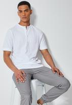 Superbalist - Siya slim pique mandarin golfer - white
