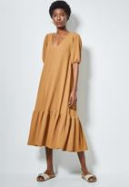 Superbalist - Texture fabric tiered dress with v-back detail - brown