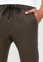 Cotton On - Drake cuffed pant - brown