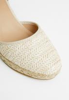Butterfly Feet - Hesling wedge - beige