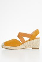 Butterfly Feet - Alton wedge - tan