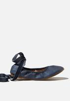 Cotton On - Primo ballet flat - navy velvet ribbon