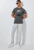 Superbalist - Conscious crew neck tee - grey