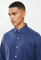 Nautica - Blue depths print shirt - blue & green