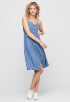 ONLY - Sleeveless button down denim dress - blue