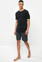 Superbalist - Scoop neck tee & woven shorts sleep set - black & navy