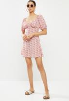 Missguided - Milkmaid skater dress floral - pink