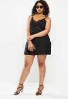 Missguided - Plus size lace insert cami dress - black