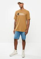 Hurley - Carhartt stacked ss tee - car brown