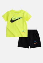 Nike - Nike boys nsw swoosh short set - black & yellow