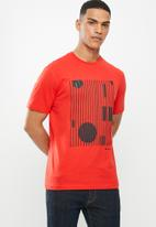Ben Sherman - Lines and dots logo tee - red