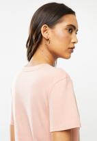 Fox - Qualifier v neck short sleeve tee - dusty pink