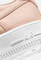 Nike - Air Force 1 '07 Essential - crimson tint & white