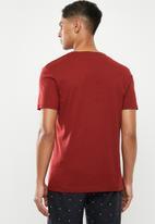 Superbalist - Scoop neck short sleeve sleep tee - red