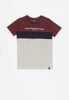 SOVIET - Crew neck colour block tee - burgundy