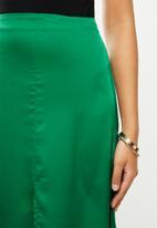 VELVET - Midi satin slip skirt with slit - green
