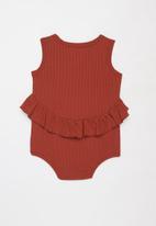 Baby Star - Sleeveless peplum romper - rust
