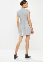 Missguided - Smock dress short sleeve - grey