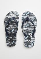 Cotton On - Printed flip flops - phantom white shark wave