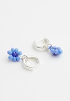 Rubi - Ear party huggie hoops - blue beaded daisy