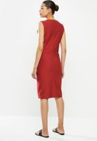 POLO - Excl sleeveless bodycon dress - red