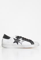2STAR - 2sd 1823 - white & black