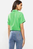 ONLY - Elvina short sleeve button through - green