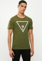 GUESS - Short sleeve guess core triangle tee - dark fawn