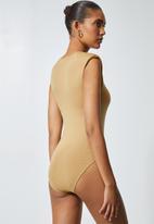 Superbalist - Shoulder pad bodysuit - wheat