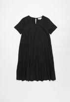 Superbalist - Girls tiered cotton dress - black